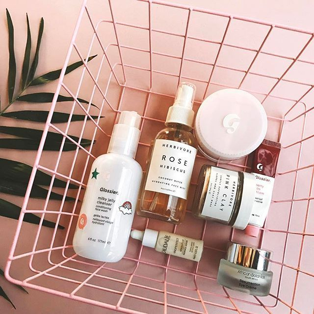 Morning routine . I have been up doing errands around the house and now I'm ready to make some lunch. So I woke up sore from jogging yesterday and today I decided to workout in the house. I hope everyone is having a great Sunday . ✨Cleanse #glossier ✨Spritz #herbivorebotanicals ✨Mask Herbivore Botanicals ✨Treat #caudalie My friend gave me her birthday present from Sephora . I have been wanting to try this serum for so long. First Impressions: feels super