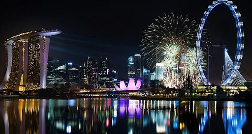 A Glimpse Of 2017 NYE Fireworks In Singapore