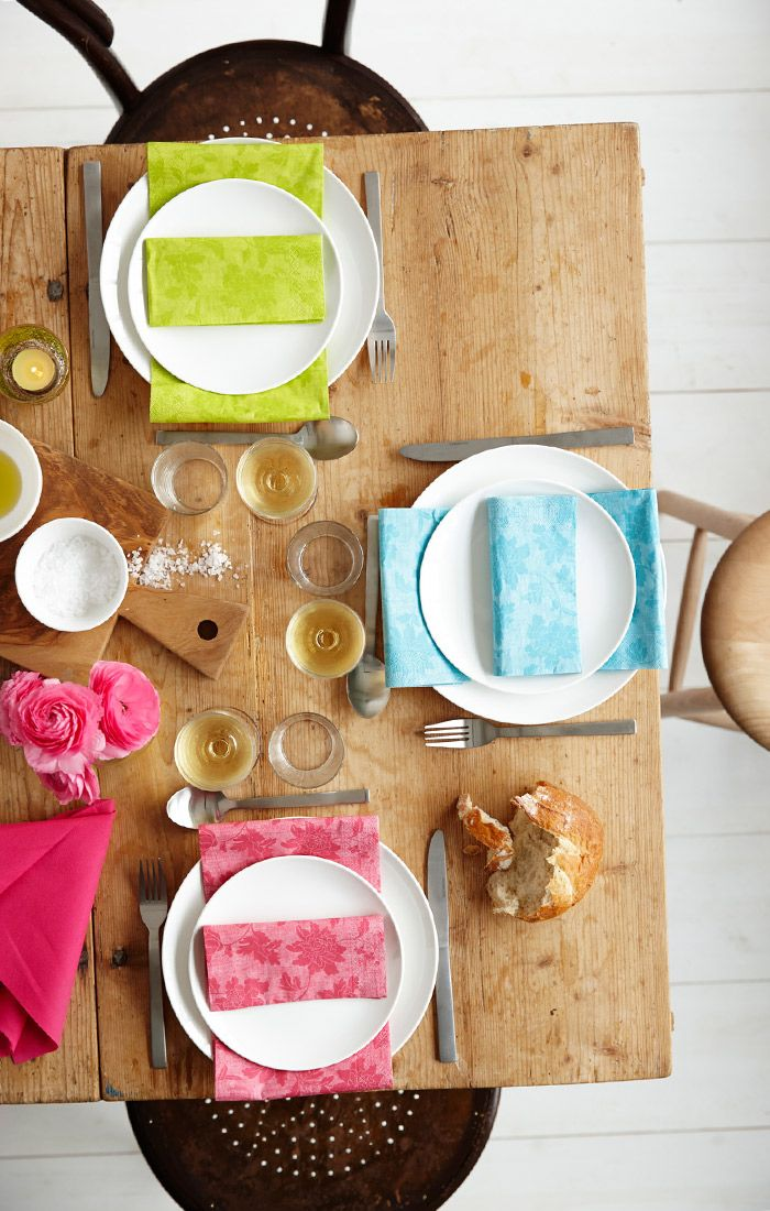 Use colors to create a fun och fresh table setting, beautiful but easy to manage.  duni