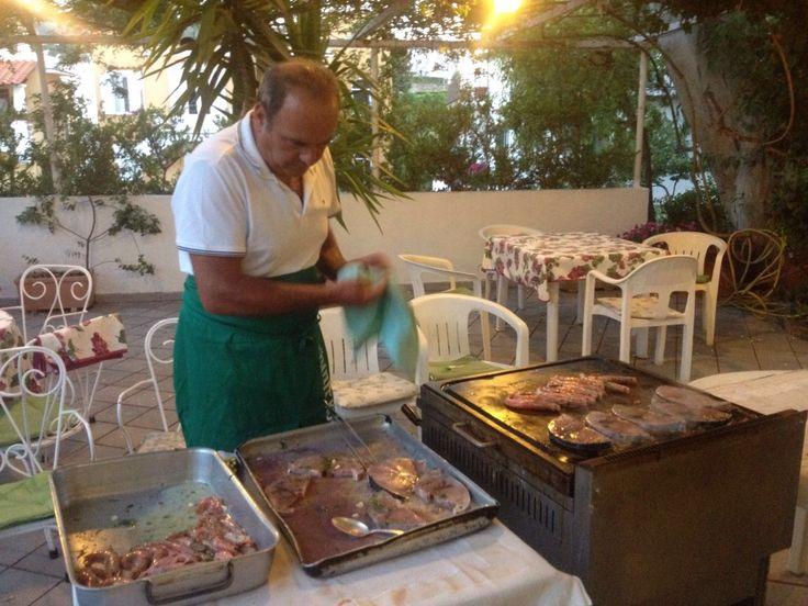 Avete prenotato la #cena per stasera? Bene, buon appetito allora, il Serial Griller vi aspetta :) #ischia #barbecue