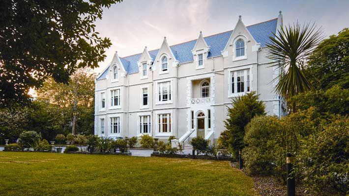 Green House Boutique Hotel - Oh, I do like to be beside the seaside.  With Easter around the corner treat yourself to a mini break in Bournemouth with all the family. http://www.yourexclusivestay.com