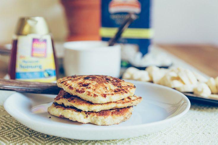 Söndag = pannkaksfrukost! De här pannkakorna innehåller inget mjöl, utan istället havregryn och keso. De blir tjocka små plättar och liknar...