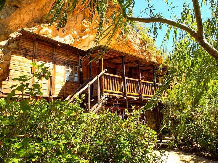 Baviaanskloof Accommodation - Makkedaat Cave - Camping