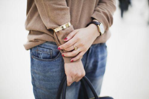 как носить браслет- манжет ? Смотри на фото  - разнообразие этих браслетов у нас на сайте