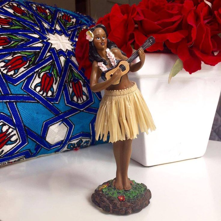 I bought this dancing hawaiian girl in Honolulu and I find it beautiful and cheerful.