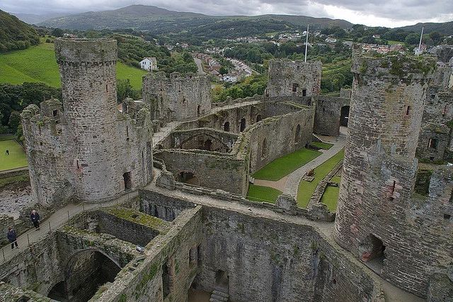 イギリス・ウェールズ地方 : コンウィ城 ラピュタの城っぽい | Sumally