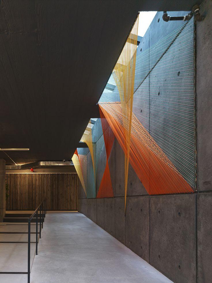Galería - Arte y Arquitectura: Prisma, hilos que conducen al ilusorio espacio geométrico por Inés Esnal - 7