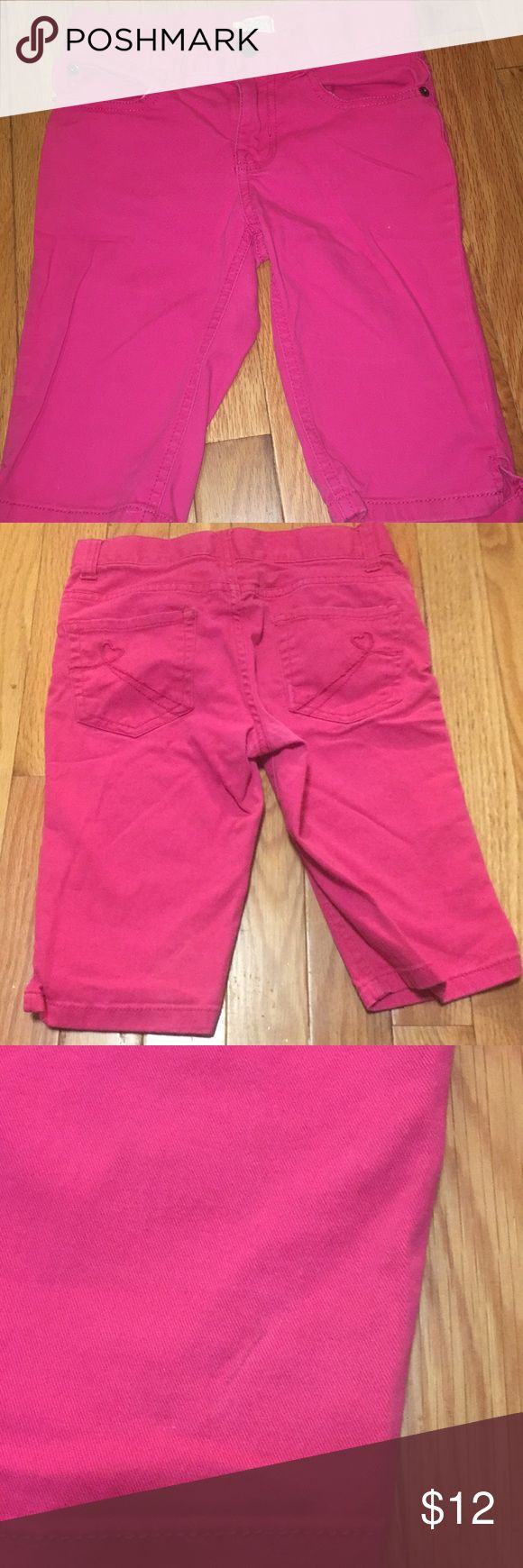 Girls hot pink Capri Girls size 10 slim hot pink capris from children place. One small ink mark on back as shown in picture Children's Place Bottoms Casual