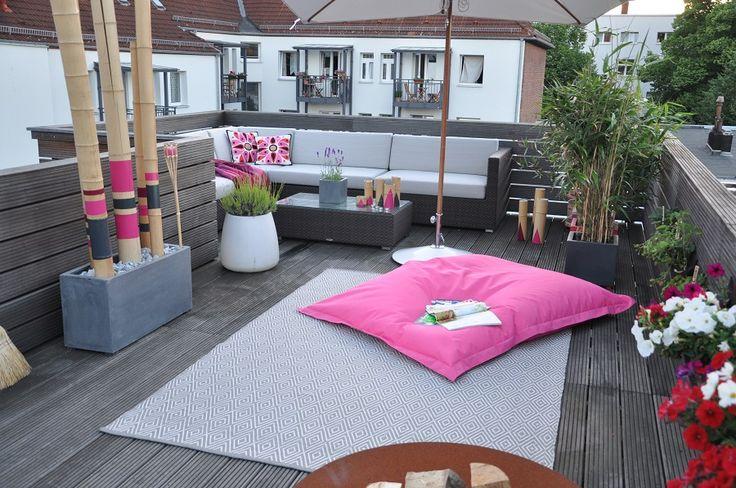 Loungemöbel- Terrasse-gestalten- Outdoor-Teppich- Dekoelement-Bambus