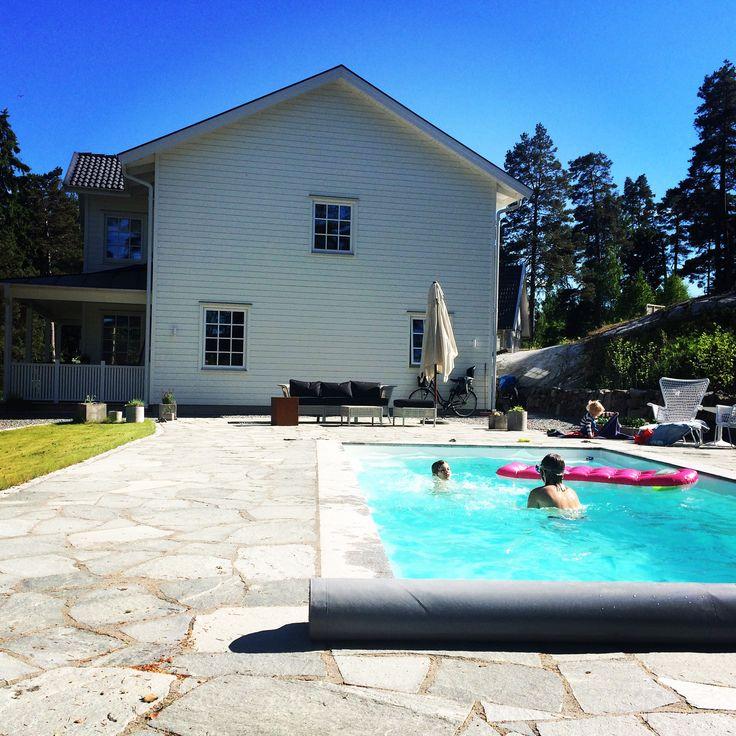 pool, poolarea, outdoor, garden, house, vårgårdahus, ikea, rivierapool, porch, newengland, missfixtrix, stone, sten, skiffer, skiffersten, stenläggning