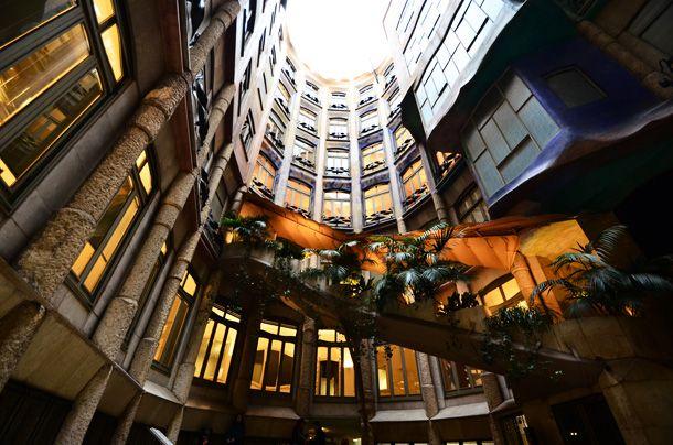 バルセロナといえばガウディ…ということで、バルセロナ中心部に位置するガウディの代表的な建築物のうちのひとつ、「カサ・ミラ」を見学...