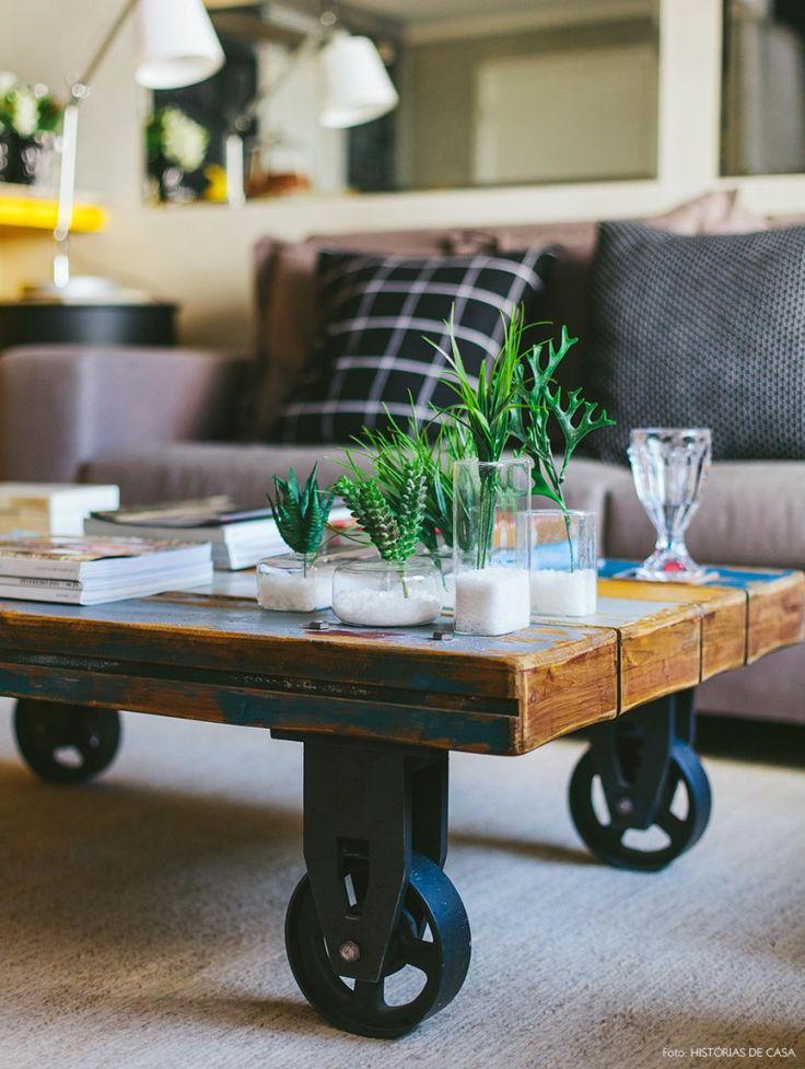 04-decoracao-loft-mesa-centro-industrial-madeira-plantas
