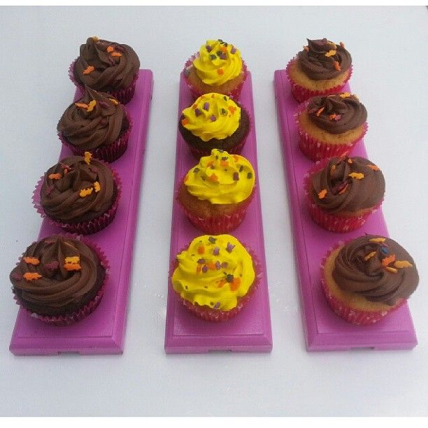 Hora de compartir unos deliciosos #Cupcakes con los que tienes a tu lado - Llámanos y pídelos en #SoSweet #PasteleriaSoSweet #Bogota 317 657 5271 (1) 625 1684 o visítanos en #Cedritos en la Cra 11 No. 138 - 18. Síguenos también en Facebook.com/PasteleriaSoSweet en Twitter: www. twitter.com/sosweetchef en Pinterest: www.pinterest.com/sosweetcol e Instagram: @PasteleriaSoSweet