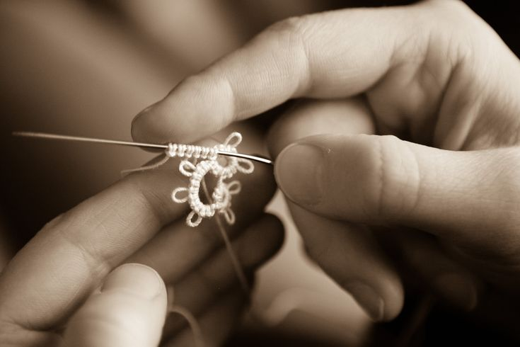 Tatting - Chain (Ch.) in Needle Tatting by RustiKate