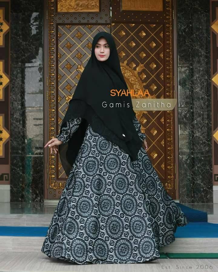 Gamis Zanitha Size S M L XL Bahan dress: tile emboss stretch/silk velvet prada Bahan khimar: ceruti LV Dada : Resleting Tangan : Kancing Pemesanan: BBM : 5372BED5 WA : 081519480738