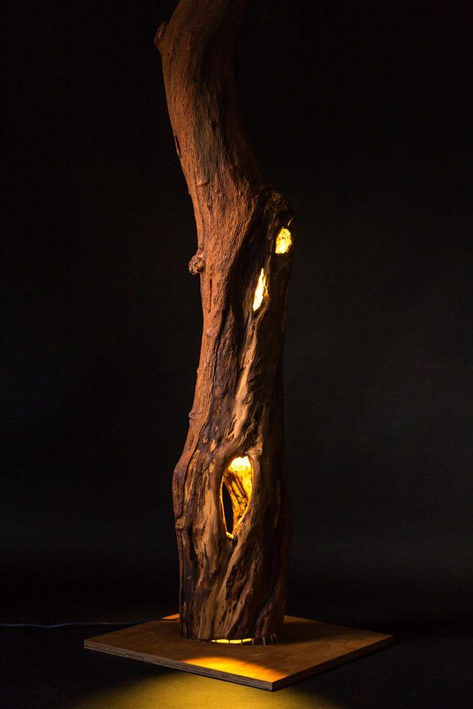Lichtobjekt aus einem Baumstamm