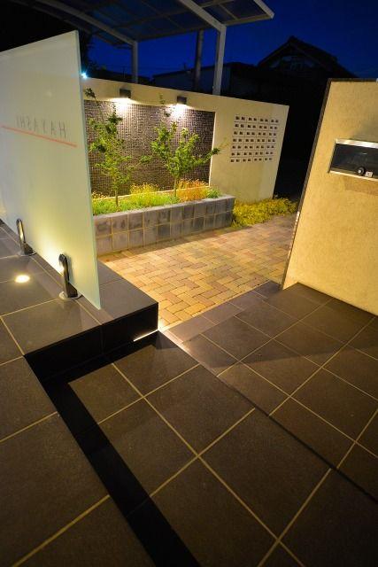 高低差が織り成す幻想邸な光の共演。 #lightingmeister #LOVE #follow #gardenlighting #outdoorlighting #exterior #garden #light #house #home #高低差 #幻想的 #存在感 #玄関 #階段 #differenceinheight #fantastic #presence #entrance #stairs Instagram https://instagram.com/lightingmeister/ Facebook https://www.facebook.com/LightingMeister