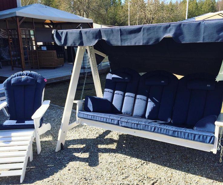 Det var någon som sa att det kommer att bli en hammocksommar i år! Hos oss får ni 500kr rabatt på hammockdynor vid köp av en hammock! Välkomna! #home #inredning #nordiskahem #roomforinspo #interiorforall #interior4all #homedeco #home #decor #design #interiordesign #designer #teak  #luleå #piteå #skellefteå #rosvik #trädgårdsmöbler #möbelbutik  #grå #kuddar #sommar  #röd #blå #rotting #norrbotten  #sommarmöbler #uteliv #trädgård #norrbotten #hammock #hammocklife by @rosvikshandelab