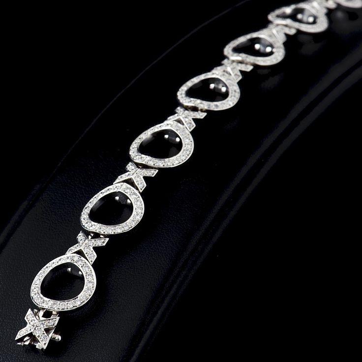 'Hearts & Kisses' 18ct white gold diamond set bracelet. Carats Jewellery 'Hidden Heart' with a kiss in between, just that little bit extra.