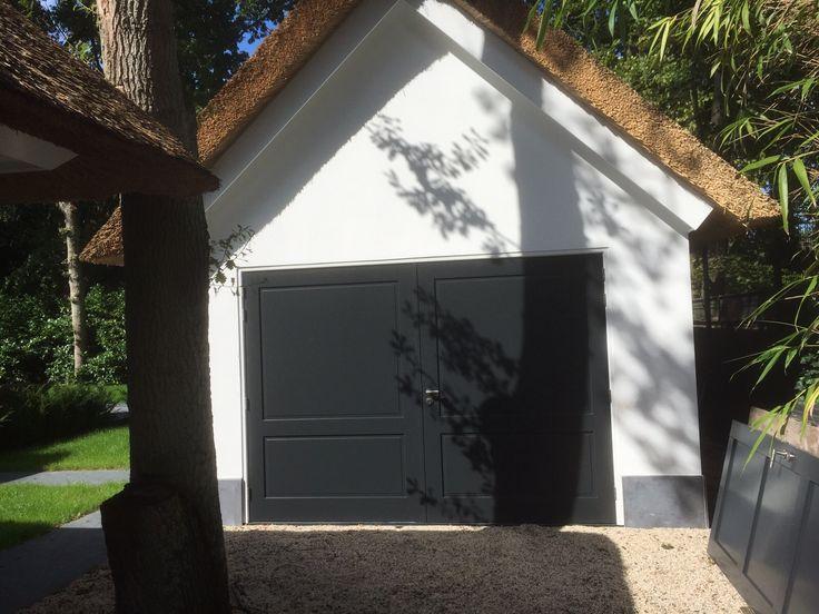 Dubbele garagedeur, paneel met antraciet RAL 7016 lak by Frank van den Boomen Deuren