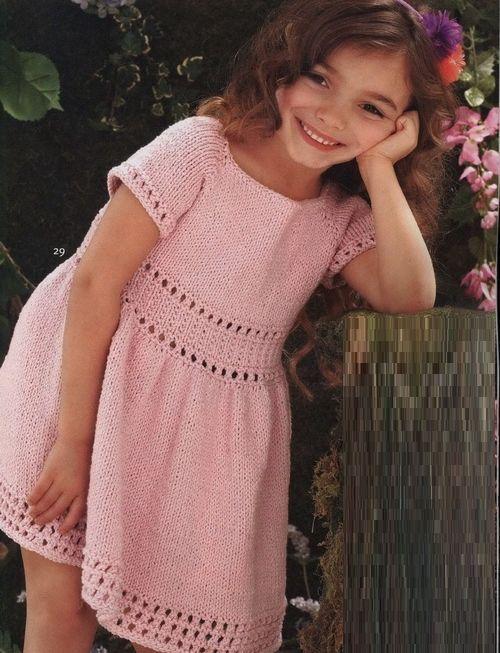 Ажурное платье для девочки связанное спицами из хлопка.Модель розового платья для вязания девочке от 2-10 лет. Низ, талия и рукава выделены изящным ажуром.