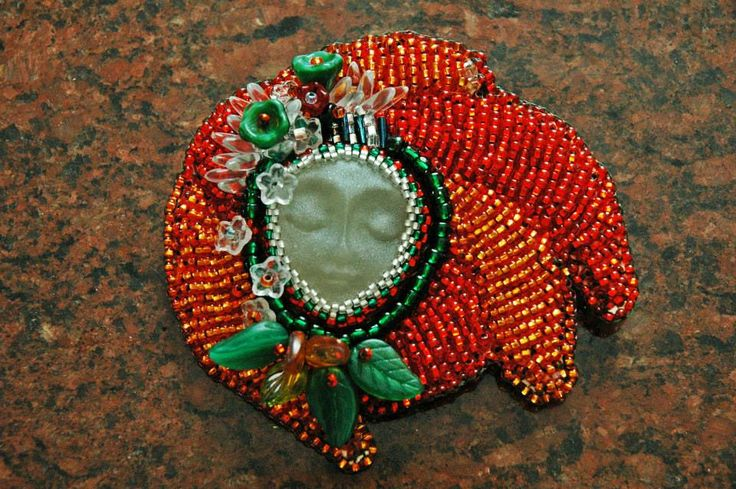 bead embroidered brooch Aki II