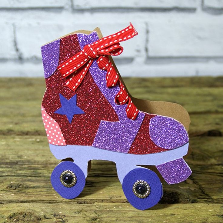 See our tutorial to create this cool roller skate card from our free template, perfect for disco divas or skating dare devils…