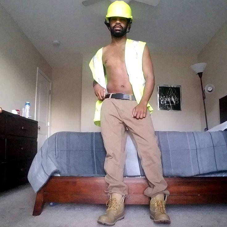 #bobthebuilder inspired. #safetyvest #safetyhelmet #constructionworker #construction #timberlandboots #truckerhat #safety #friyay #gay #instagayman #instagay #gaymuscle #gaydm #gaymen #workboot #beardgang #noshavenovember #grindr #gaymuscle #gaysinglelife #truckdriver #nofilterneeded #sexygayman