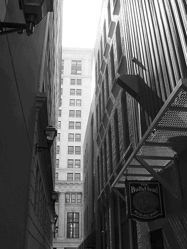 Alley behind Bulls Head Tavern - November 2005