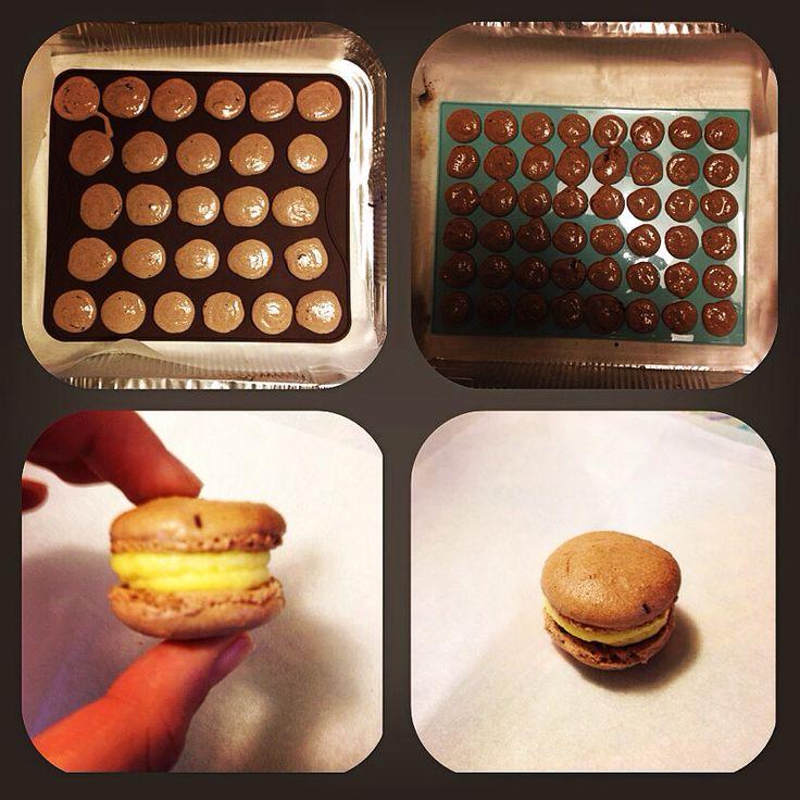 Macarons al cioccolato con ripieno di mango