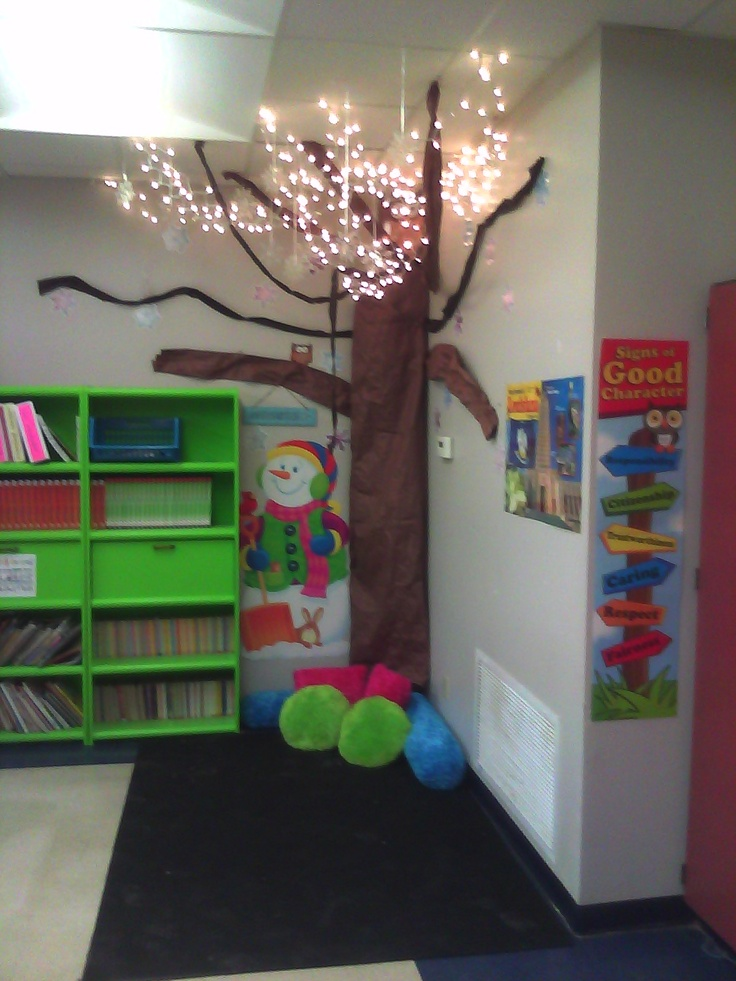 Making a tree for your reading center and changing it for the seasons!!! So neat!!!Reading Corners, Classroom Decor, Flakes Winter, Winter Reading, Classroom Corner Trees, Snow Flakes, Reading Center, Corner Ideas, Classroom Ideas