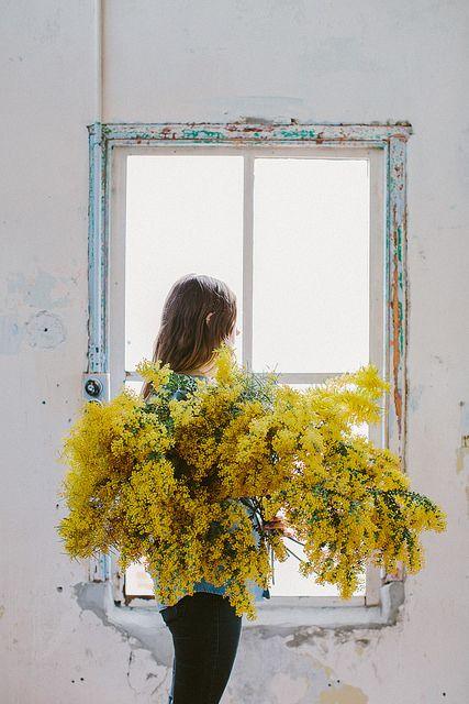 No solamente es su color,también es su olor y lo hermos del ramo.La composición de la fotografía. Me encanta!!!