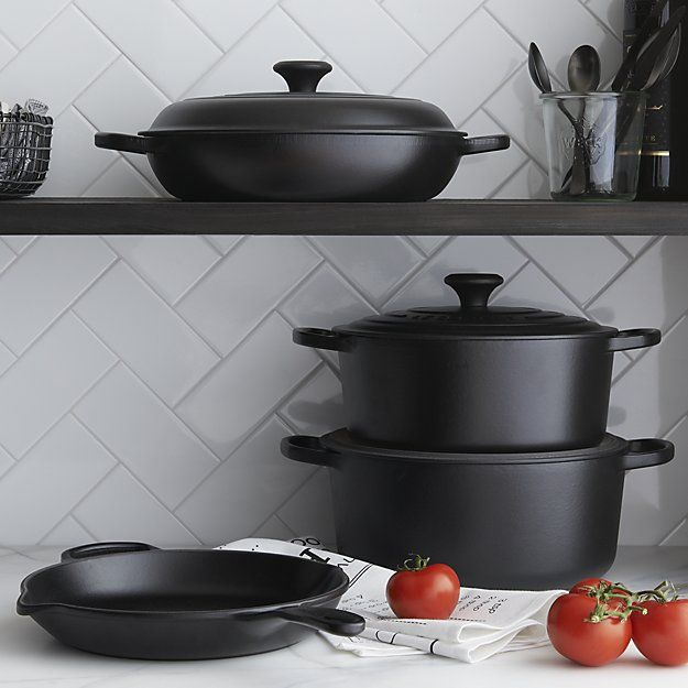 Shop Le Creuset ® Signature Round Ink French Ovens with Lid.  Revered by both professional chefs and home cooks since its 1925 debut, Le Creuset's classic French cookware is prized for its utilitarian good looks and unsurpassed heat retention.