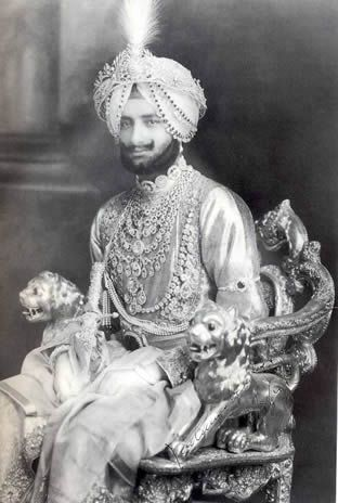 The famous necklace of the Maharaja of Patiala