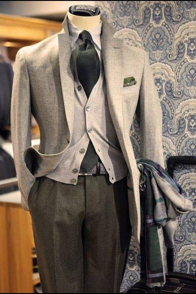 Los caballeros ya no llevan armadura... levan trajes #ModaMasculina #Chic