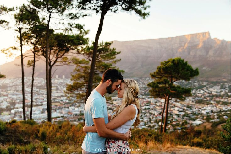 Signal Hill Engagement shoot. Cape Town couple shoot. Engagement shoot photo ideas.  Sunrise engagement shoot. Table Mountain.   Cape Town Photographer.