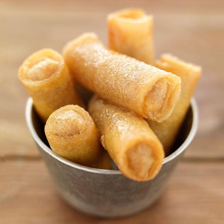 Découvrez la recette Cigares aux amandes sur cuisineactuelle.fr.