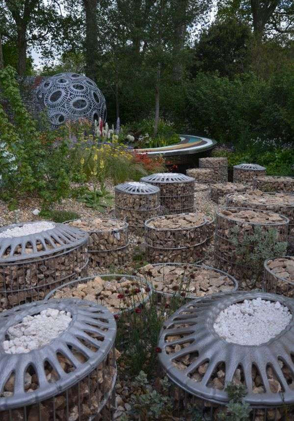 The Brewin Dolphin Garden designed by Rosy Hardy - a Silver Medal Winner.