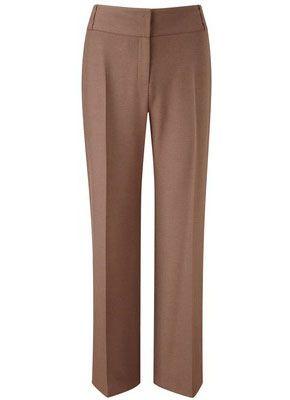 При большом животе женщинам с фигурой Песочные часы рекомендуется выбирать брюки и шорты с широкой вставкой на поясе.