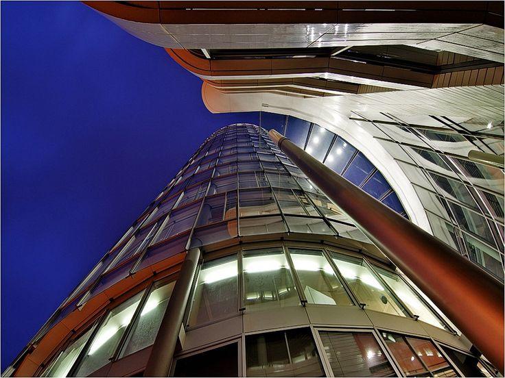 Pilvenpiirtäjät - taustakuvia ilmaiseksi: http://wallpapic-fi.com/arkkitehtuuri/pilvenpiirtajat/wallpaper-25276
