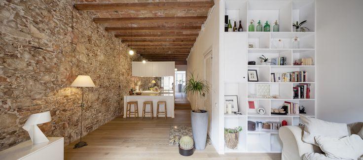 Interior Renovation of an Apartment in Les Corts / Sergi Pons madera, piedra blanco rustico moderno