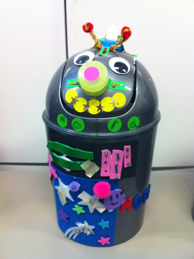 Norah 39 S Robot Trash Can So Cute For Kids Room Or Classroom