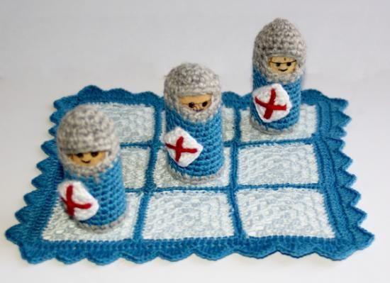 tablero y caballeros juego tres en raya hilo perle  corcho crochet   ganchillo