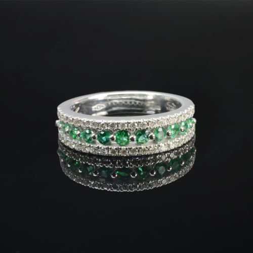 Ring in 18 kt gold with #emeralds of 0,38 ct and natural brilliant-cut white #diamonds of 0,36 ct. The #ring is available in white gold, rose gold, yellow gold but you can also customize carats, quality, and color of #gemstones. All our #jewelry are made in italy. Contact us for any particular request.