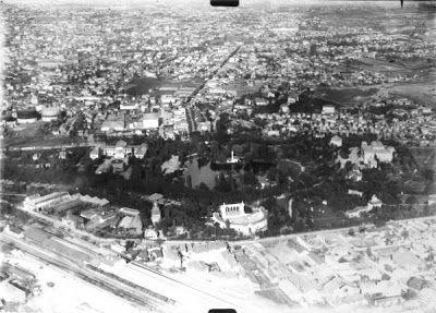 Parcul Carol, de sus!  Vedeți Arenele Romane, Palatul Artelor, minaretul Moscheii Hunchiar - Regele Carol I și alte pavilioane ale Expoziției Naționale din 1906.