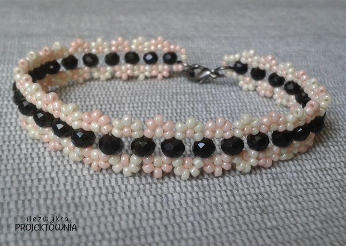 #Bransoletka #pastelowa z czarnymi kryształkami. #rękodzieło #biżuteria #handmade #blackandpink #japanesestyle https://www.facebook.com/NiezwyklaProjektownia