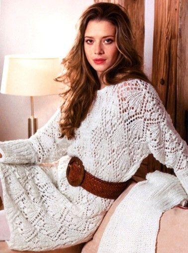 Ажурное белое платье с длинными рукавам спицами