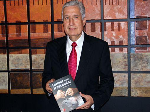 David Noel Ramírez Padilla presentó su noveno libro, en el que lanza un llamado urgente a padres, profesores, medios de comunicación y las instituciones religiosas que participan en la formación de seres humanos para que tengan un propósito de vida y sean felices.