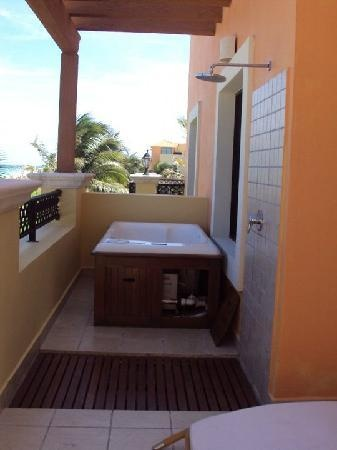 Ocean coral turquesa hot tub on balcony w upgrade for Balcony hot tub