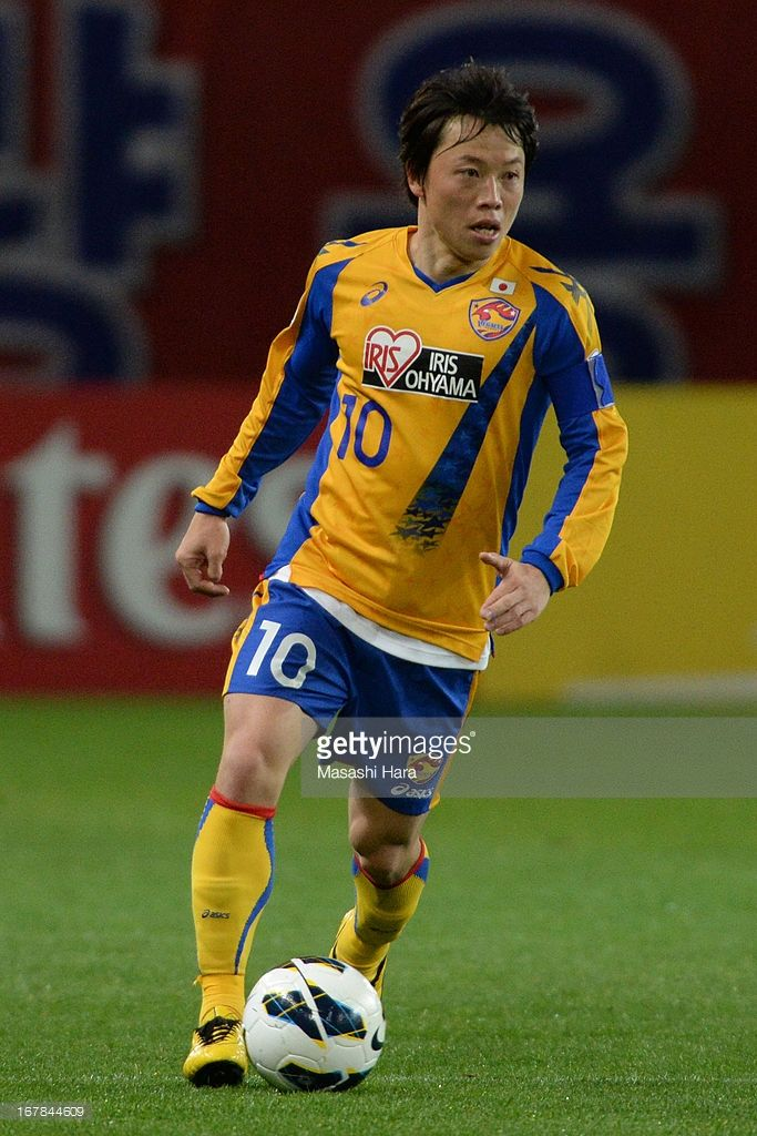 ryang-yong-gi-of-vegalta-sendai-in-action-during-the-afc-champions-picture-id167844609 (683×1024)